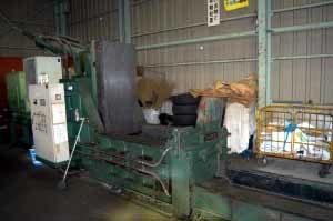 金属圧縮プレス機